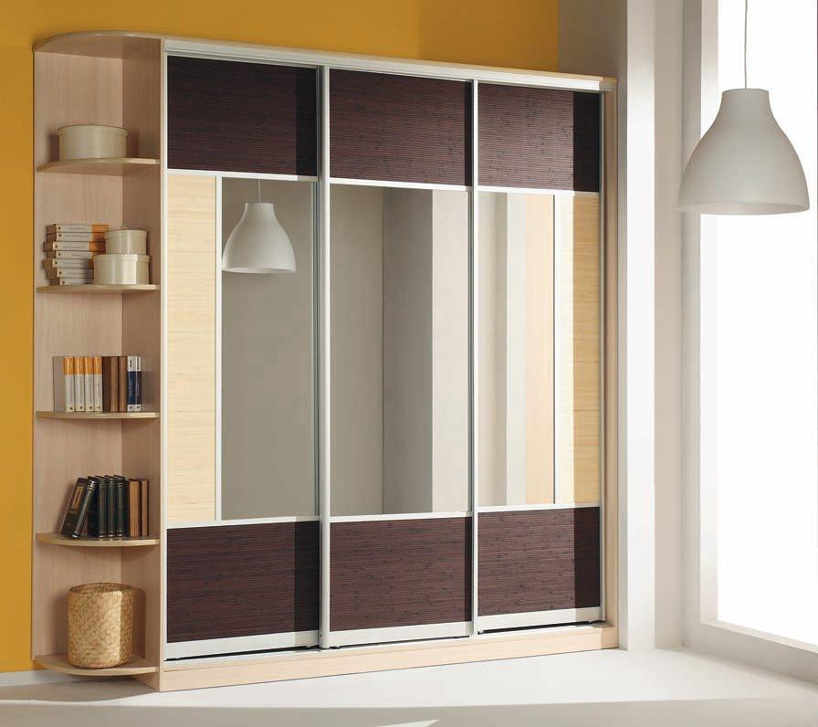 Дизайн трехдверного шкафа