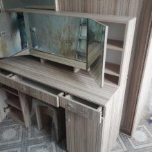 дамский столик с зеркалом трюмо с ящиками