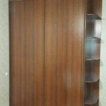 Шкаф купе в спальную из лдсп орех 2-х дверный, с угловыми полками