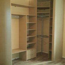 Шкаф-купе внутреннее расположение полок и механизма для одежды в сальную комнату
