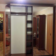 Шкаф-купе корпусный в гостиную с зеркалами