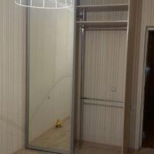 Шкаф-купе в спальную комнату прямой из лдсп с зеркалом