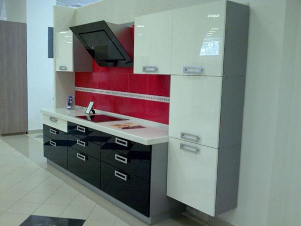 Кухня акриловое стекло красное - Вариант № 17
