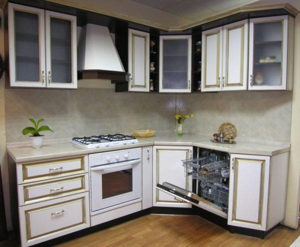 Кухня угловая, цвет - белый патина золото — Вариант № 21