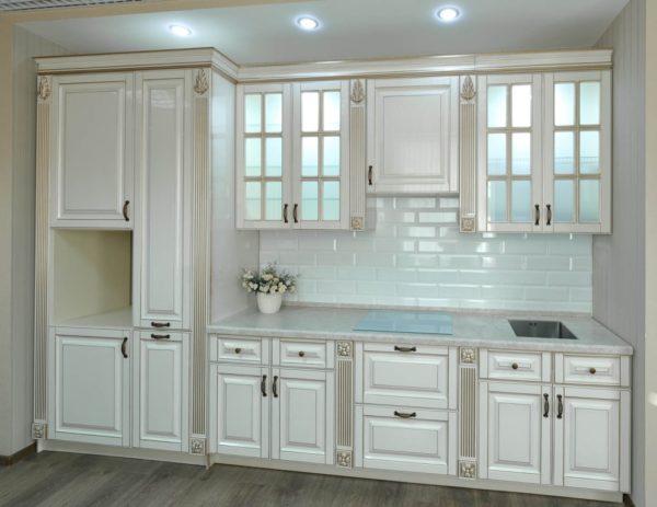 Кухня прямая, цвет - белый патина серебро — Вариант № 16