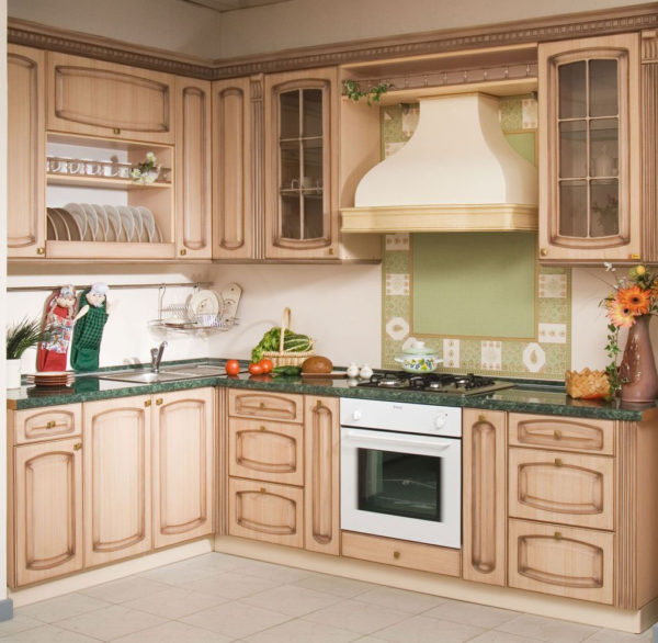 Кухня угловая, светлая - патина коричневая — Вариант № 17