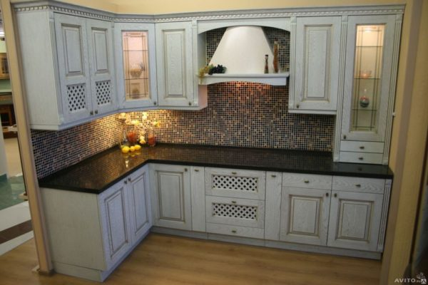Кухня угловая, цвет - белый патина золото — Вариант № 26