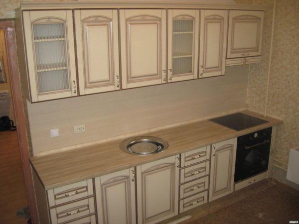 Кухня классика угловая, цвет - ясень бежевый патина серебро - Вариант № 5