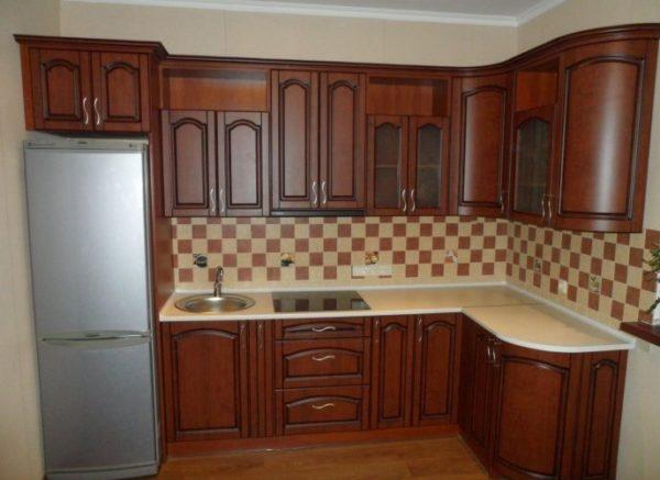 Кухня классика угловая, цвет - орех патина черная - Вариант № 6