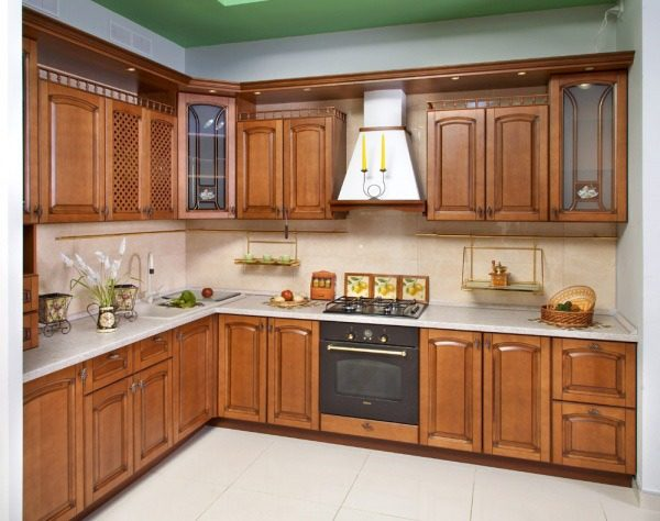Кухня классика угловая, цвет - орех патина коричневая - Вариант № 8
