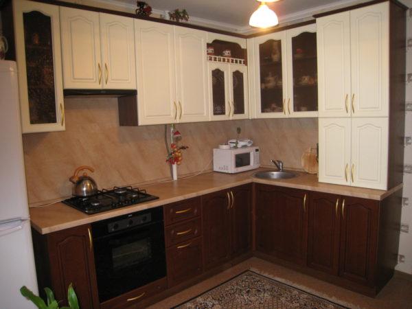 Кухня с пленкой пвх, цвет, белый и орех - Вариант № 14