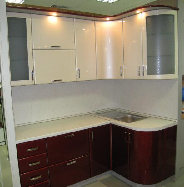 Кухня с пленкой пвх, угловая, цвет, белый и рубин металлик - Вариант № 4