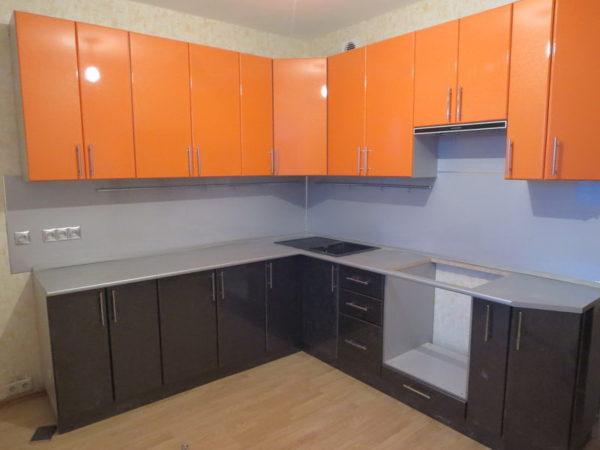 Кухня с пленкой пвх, угловая, цвет, апельсин и страйп черный - Вариант № 8