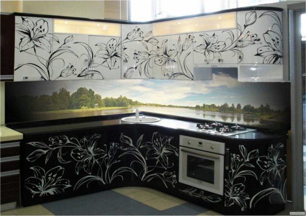 Кухня с фотопечатью на фасаде — Вариант № 27