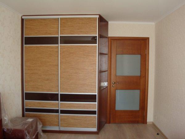 Шкаф-купе с Ротангом в комнату - Вариант № 15