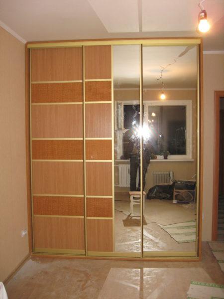 Шкаф-купе с Ротангом, с зеркалом в спальную - Вариант № 30
