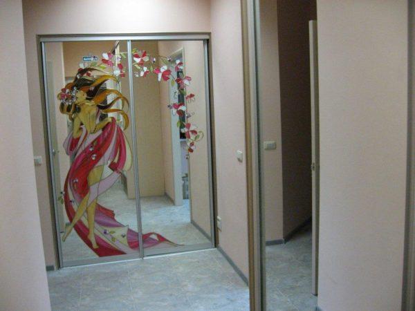 Шкаф-купе с Витражами на зеркале - Вариант № 14