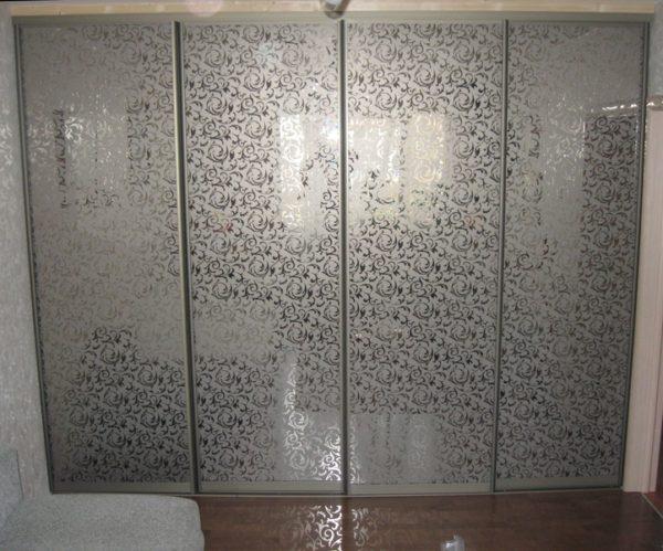 Шкаф-купе четырехдверный с Пескоструйным рисунком- Вариант № 19