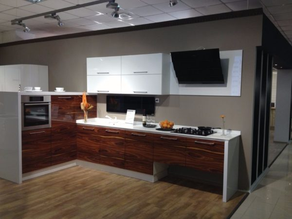 Кухня глянцевая, шпон, цвет, палисандр — Вариант № 19