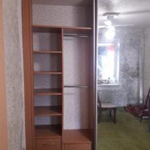 Шкаф в спальную с зеркалом прямой из лдсп