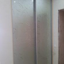 Двери купе зеркальные с пескоструйным рисунком