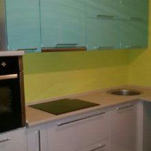 кухня угловая белая с голубым