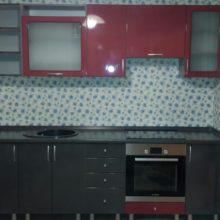 Кухня прямая черная с красным