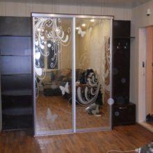 Шкаф-купе в прихожую комнату 2-х дверный с пескоструйным рисунком