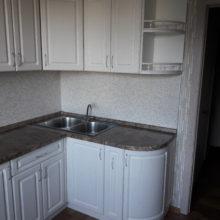 Кухня классическая белая угловая