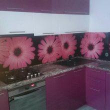Кухня угловая бордовая с фотопечатью