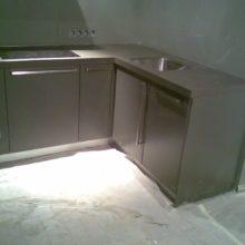 Кухня с встроенным холодильником угловая черная