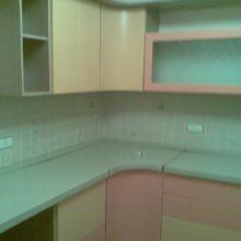 Кухня Пленочная розовая с гнутыми дверьми
