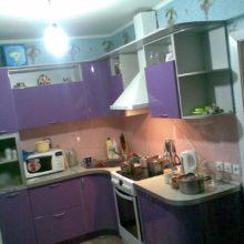 Кухня акриловая фиолетовая 9 м2